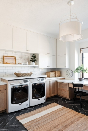 Laundry-Room-with-Desk-Area