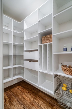 Custom-Pantry-Storage-with-Vertical-Shelves-and-Pull-out-Wire-Rack-Drawers