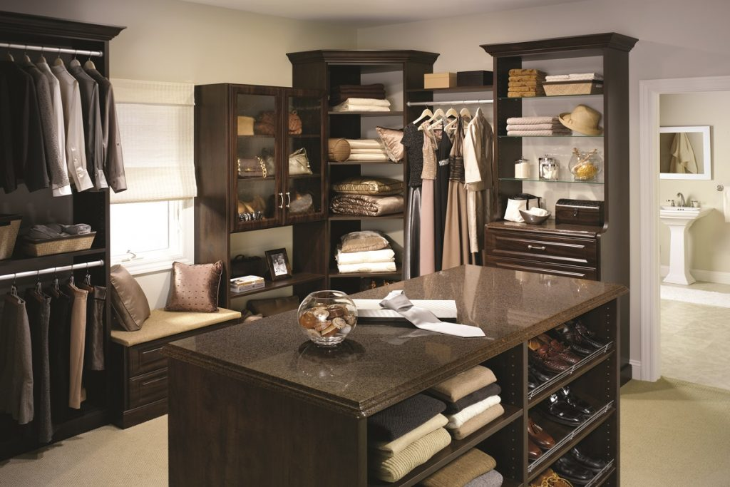 Attractive Menu0027s Walk In Closet