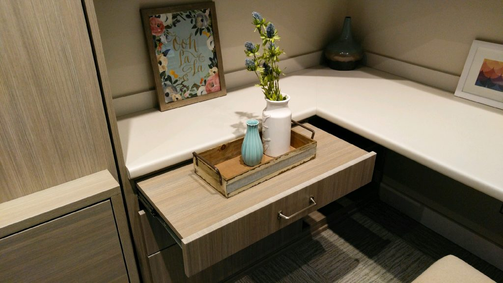 Pull-out Nightstand